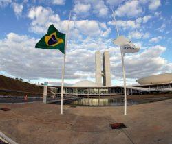 Congresso Nacional decreta luto pelos 100 mil brasileiros mortos por covid-19